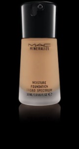 REVIEW: MAC Mineralize Moisture SPF15 Foundation